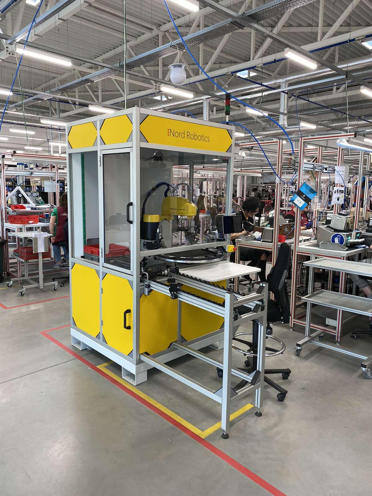 Robotinis produkcijos klijavimas